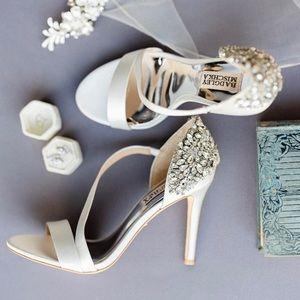 Mischka Pauline White Satin Bridal Peep Toe 8.5